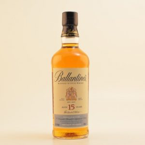 http://clkde.tradedoubler.com/click?p(299716)a(3128904)g(24649010)url(Restposten: Ballantines 15 Jahre Special Old Blended Whisky 43% 0,7l)